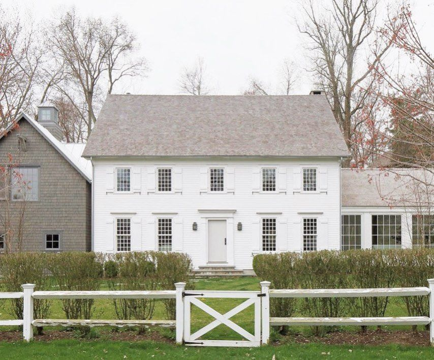 truth co On Instagram That New England Saltbox Charm So Simple Yet So Stunning Love This Colonial House Exteriors Farmhouse Exterior Colonial Exterior