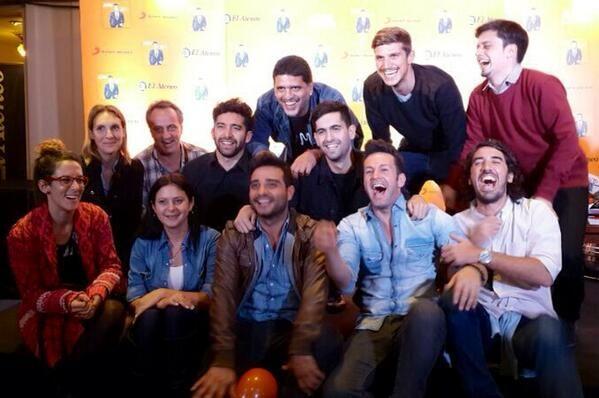 Celebrando c la familia @Sony Music Argentina y @LauriaProd el haber alcanzado disco a oro en las 1eras hs de venta!!! pic.twitter.com/X8HGvBJs6Z