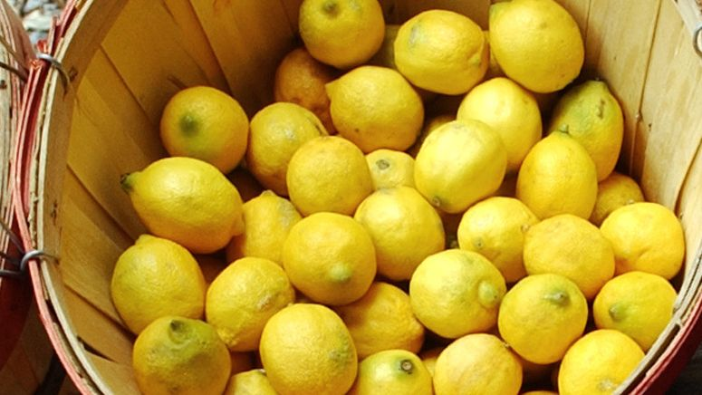 You turn to this citrus fruit to enhance your water but did you know it can also help perk up limp lettuce and kill weeds? We asked experts to weigh on their go-to uses for this household must-have. Read on for their tips.Kill weeds. Forget chemical weed killers, which can be just as bad for you as they are for the planet.