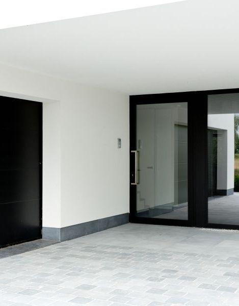 Que Coûte Une Porte D'Entrée ? Photo : Www.Profel.Be (Noire