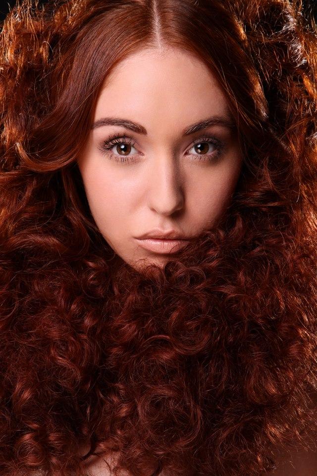 curly-natural-redhead-cynthia-stevenson-butt