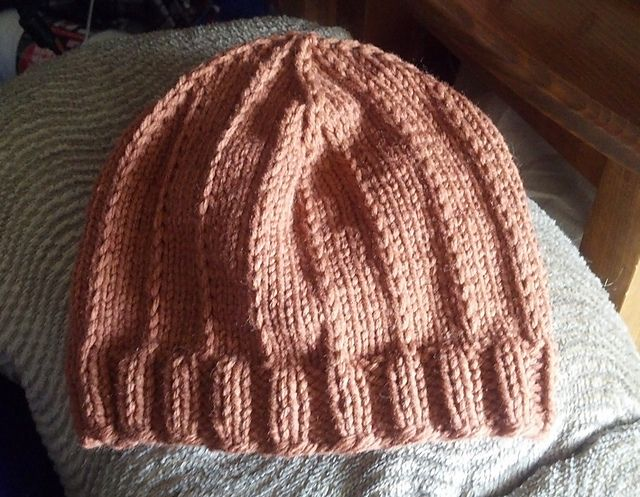 2337155c51f This easy slip stitch hat is great for kids and young teens! The knitting is  easy