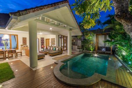 Private Pool Bbq 2 Bd Seminyak Border Villas For Rent In Denpasar Barat Villa Pool Private Villa Bali Villa