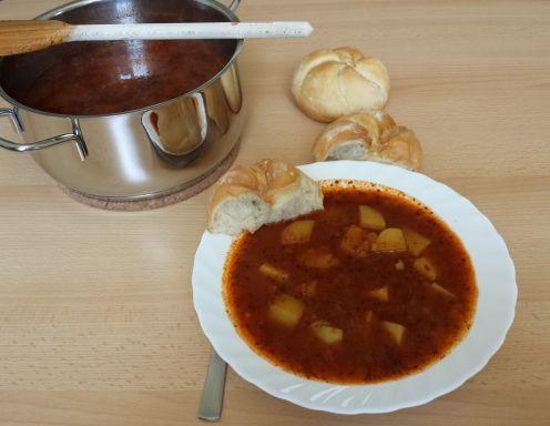 Erdäpfelgulasch auf Wiener Art - Rezept - ichkoche.at