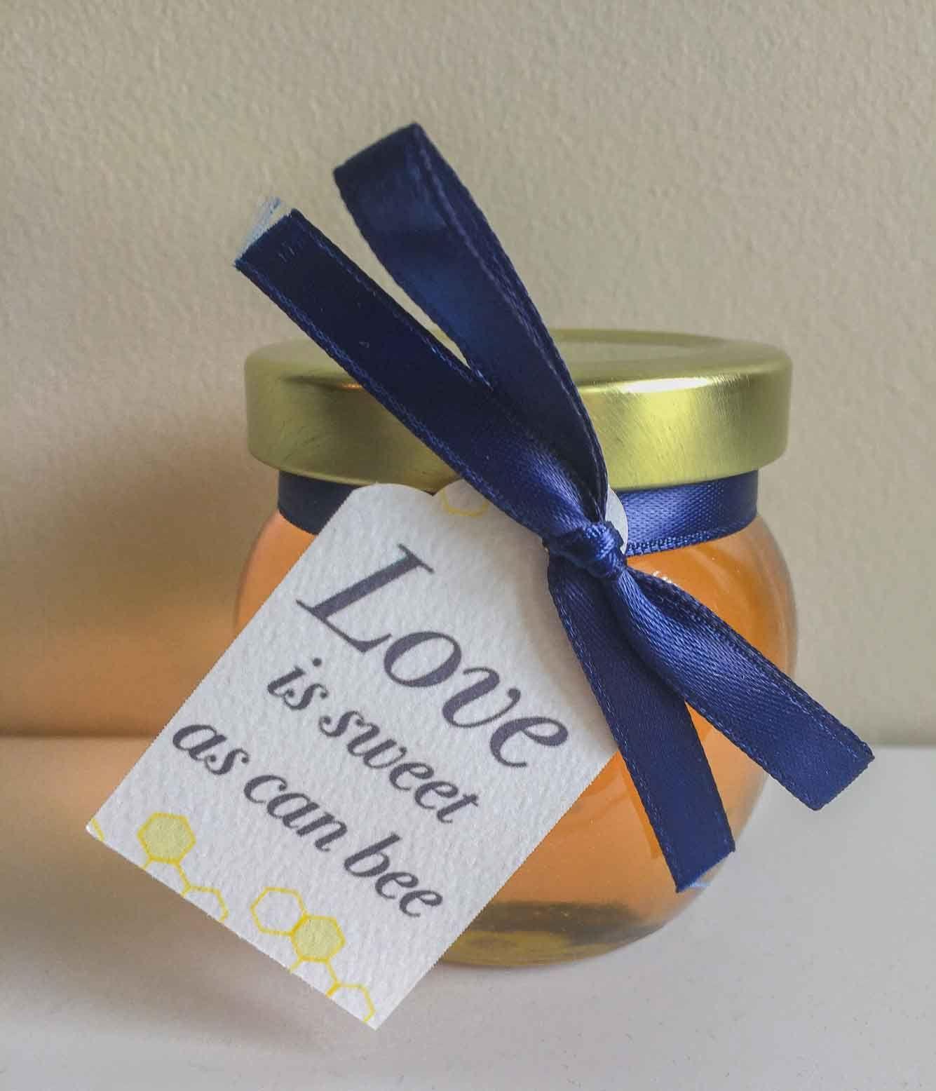 Honey Wedding Favors Diy Ideas That Are Inspired Honey Wedding Favors Honey Wedding Honey Jar Wedding Favors