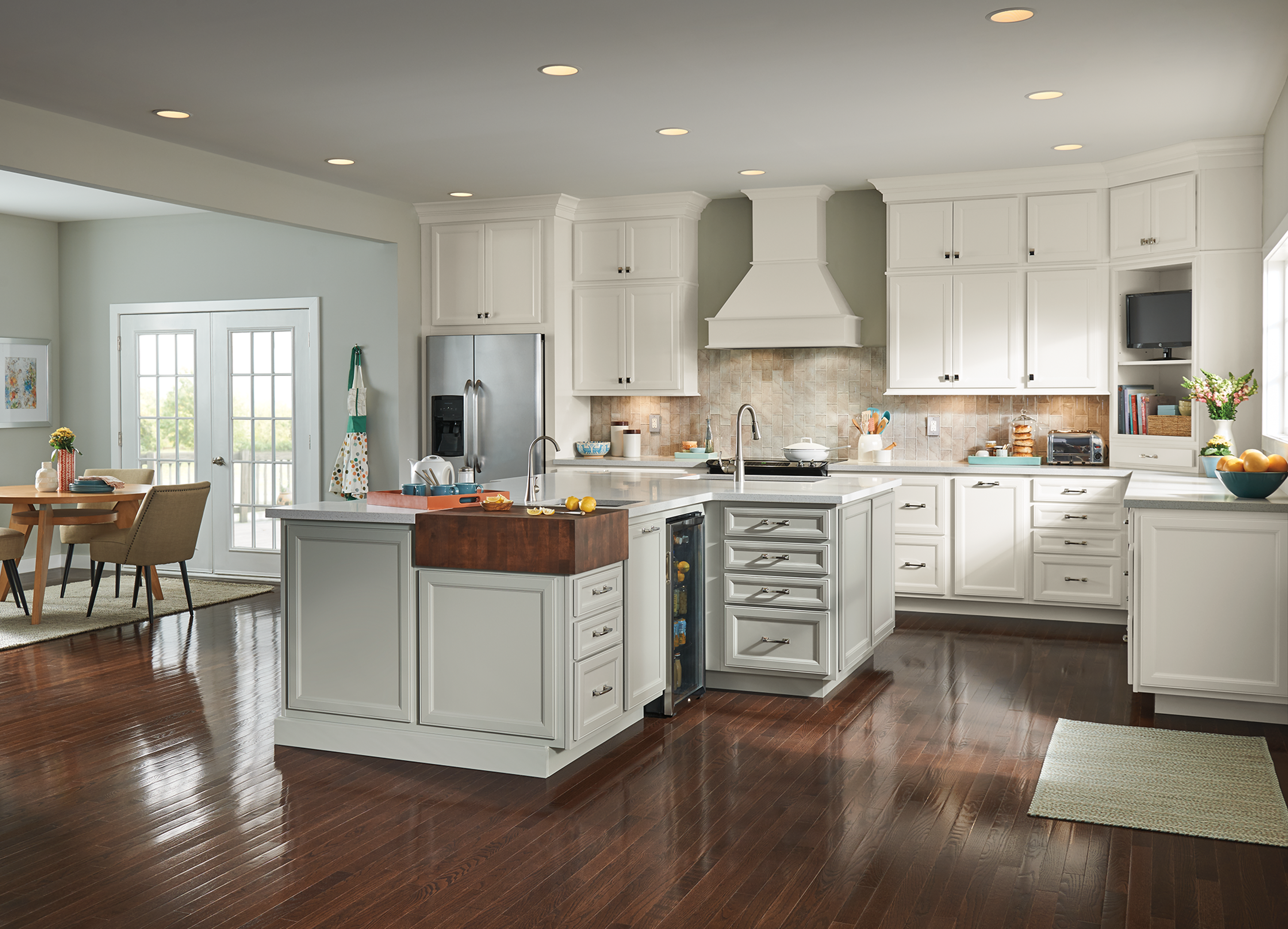 Cardiff Shenandoah Cabinetry From Lowe S Light Grey Kitchens Light Grey Kitchen Cabinets Grey Kitchen Cabinets