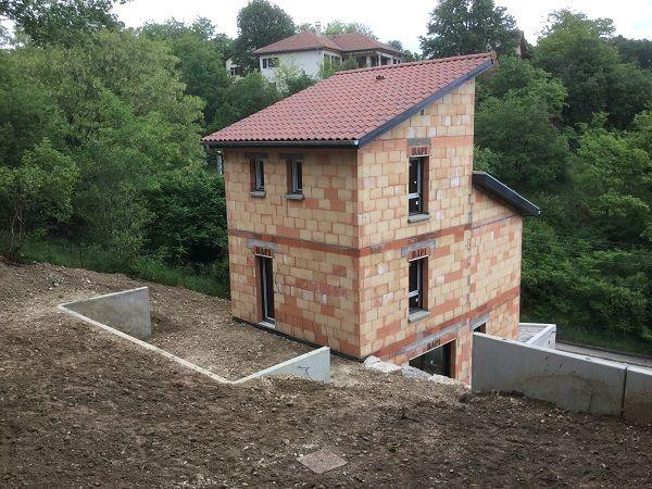 Pin by VI2A SARL on Maison contemporaine sur terrain à forte pente - construction maison terrain en pente