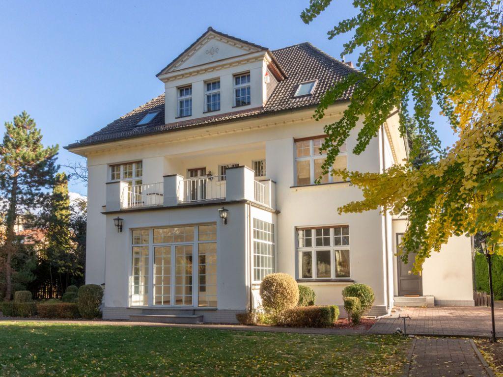 Wunderschöne Altbauvilla mit historischen Stilelementen in