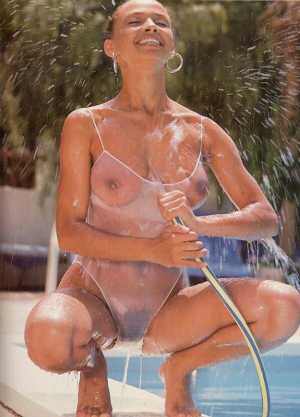 Sexy nude full figured woman
