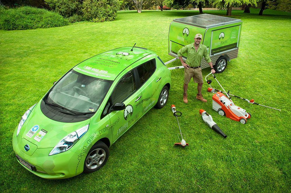 Nissan Leaf with solar trailer being used in Brisbane