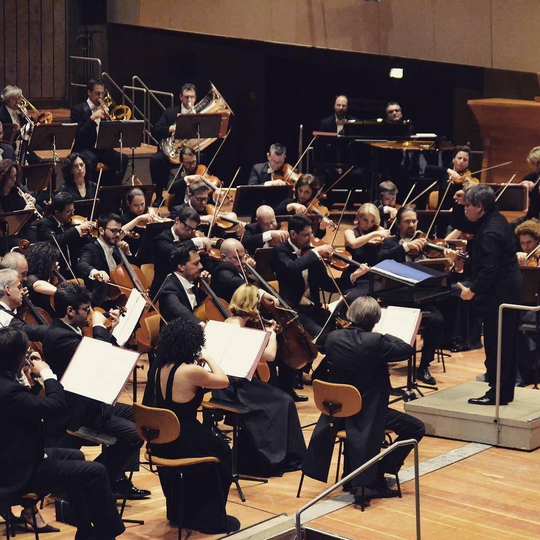 LOrchestra dellAccademia di Santa Cecilia e Antonio Pappano in concerto alla Philharmonie di Berlino ieri sera.  #accademiadisantacecilia #antoniopappano #roma #rome #orchestra #chorus #classicalmusic #sinfonia #symphony #santacecilia #auditoriumparcodellamusica #salasantacecilia #choral #music #classica #musicaclassica #auditorium #italy #nuovastagione #igersitalia #igersrome #instamusic http://ift.tt/23psUth