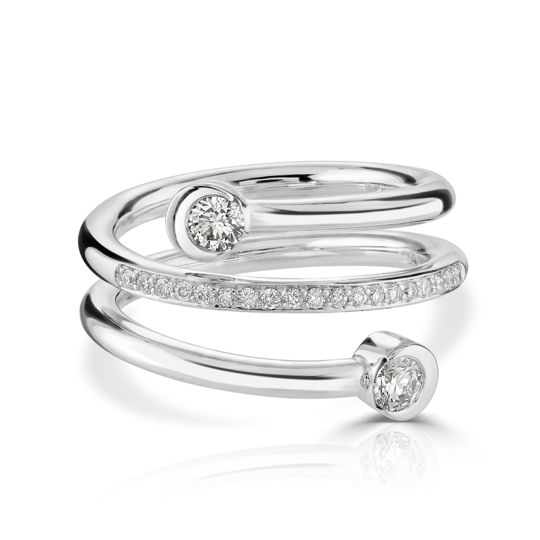 18ct white gold diamond dress ring. Diamond dress ring