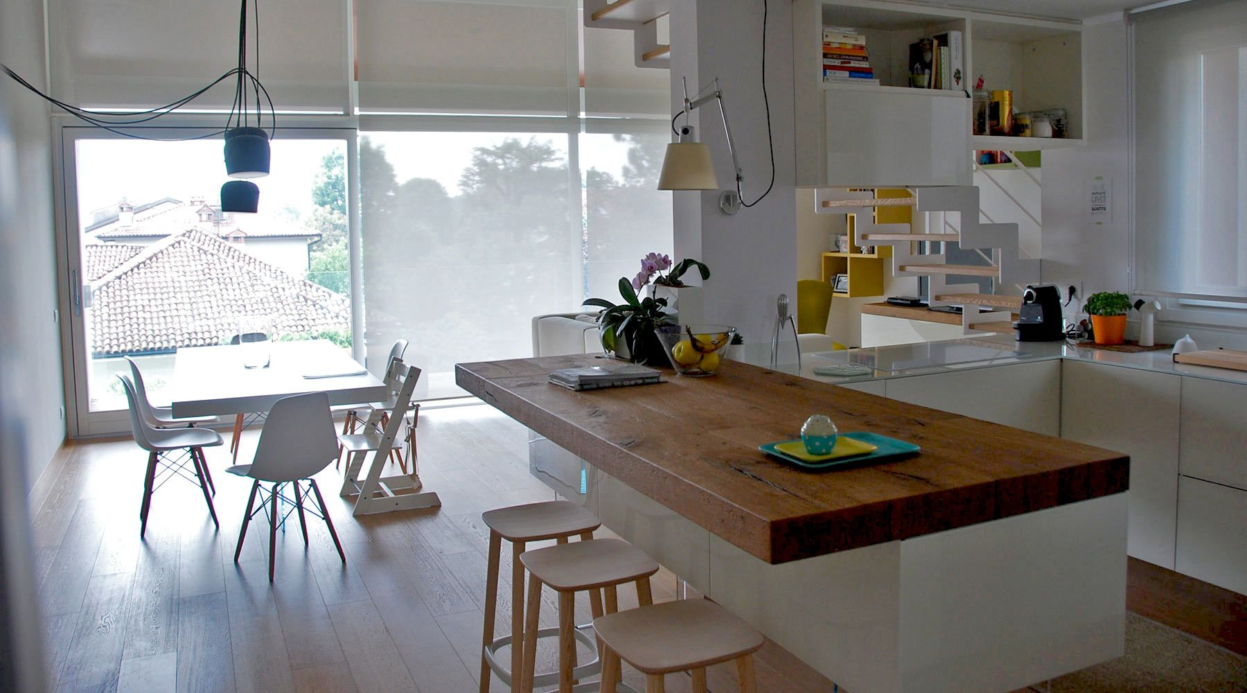Appartamento Lago Vimercate è una casa contemporanea arredata con ...