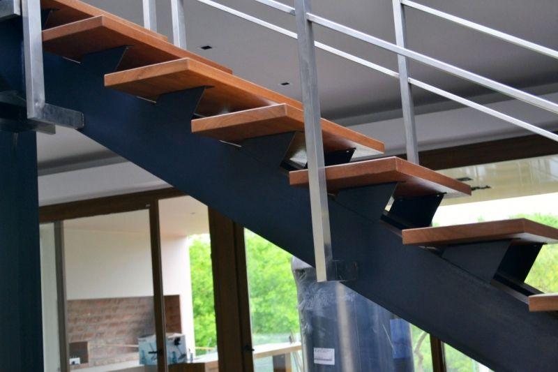 Gallo y manca, escaleras, modelo sobre estructura de hierro ...