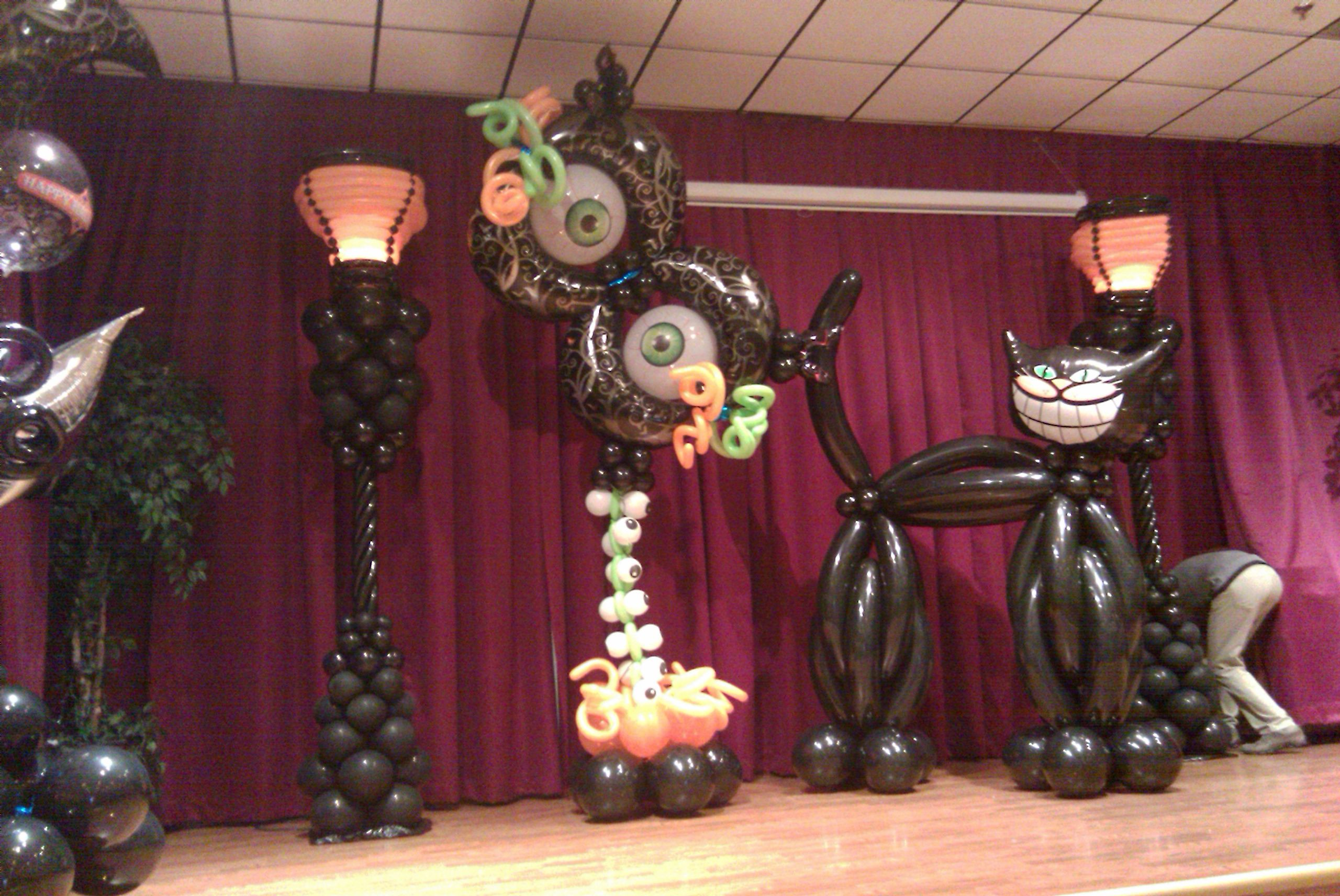 Halloween theme stage decoration halloween party for Balloon decoration for halloween