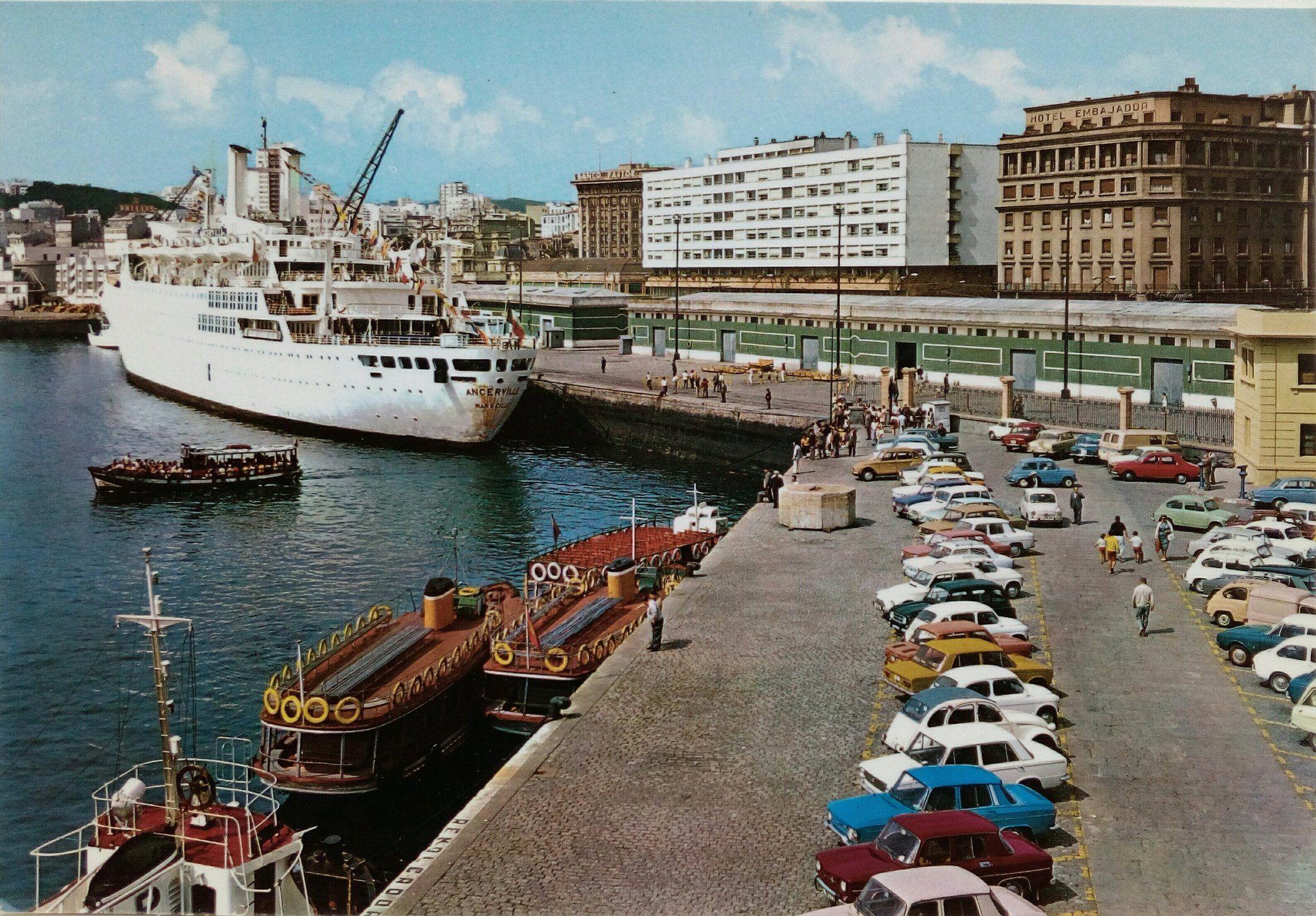 A Lancha De Santa Cristina Saíndo A Carón Do Peirao Para Transatlánticos Imaxe Publicada En 1981 Puerto Canal Boat