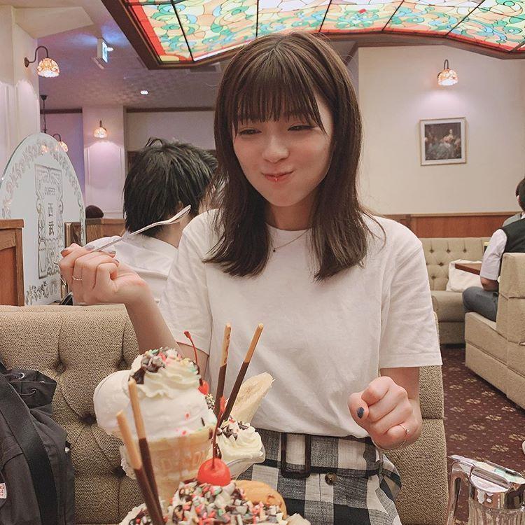 工藤 美桜はinstagramを利用しています パフェを食べた後の3コマ だいたい 美味しいもの食べたとき つい にやけちゃう 碓井さんにも 何度にやけすぎって言われたことか 美桜 美 工藤