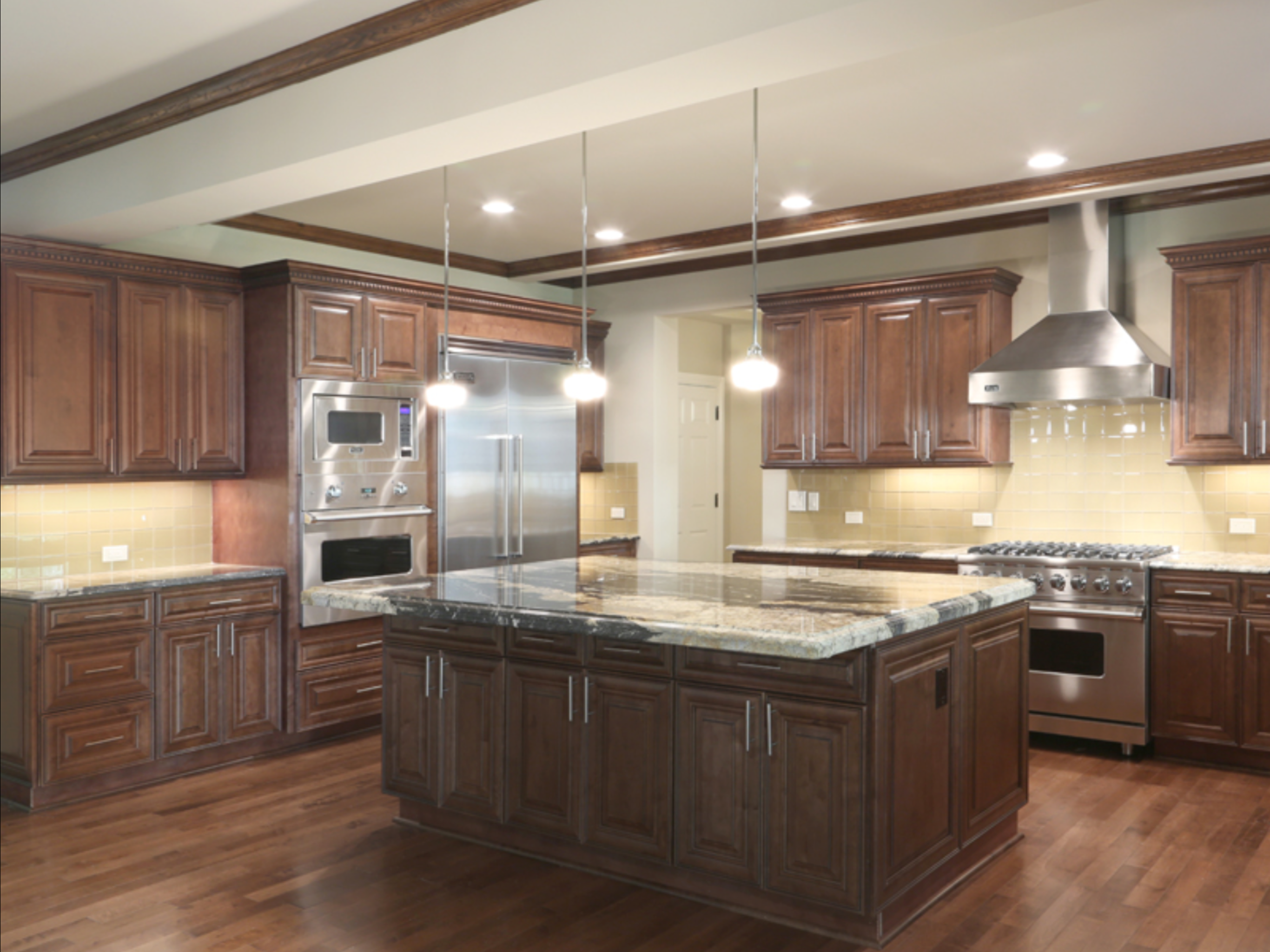 Pin by abc kitchens on Chocolate Maple Glazed Cabinets ...