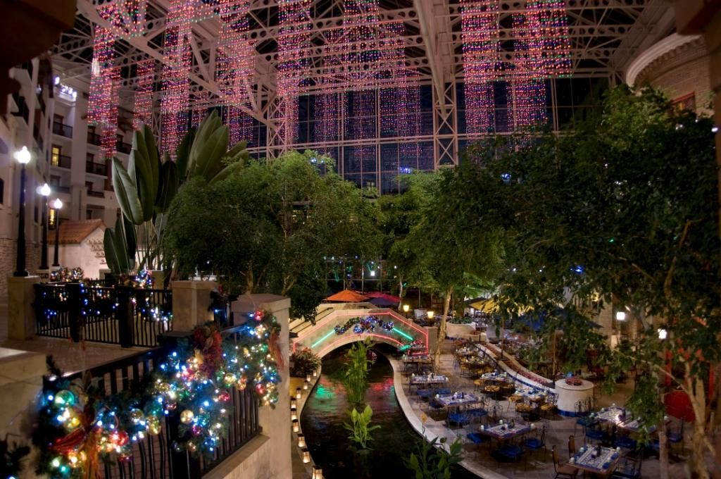 gaylord texan one of my favorite places to see christmas lights - Christmas Light Show Dallas