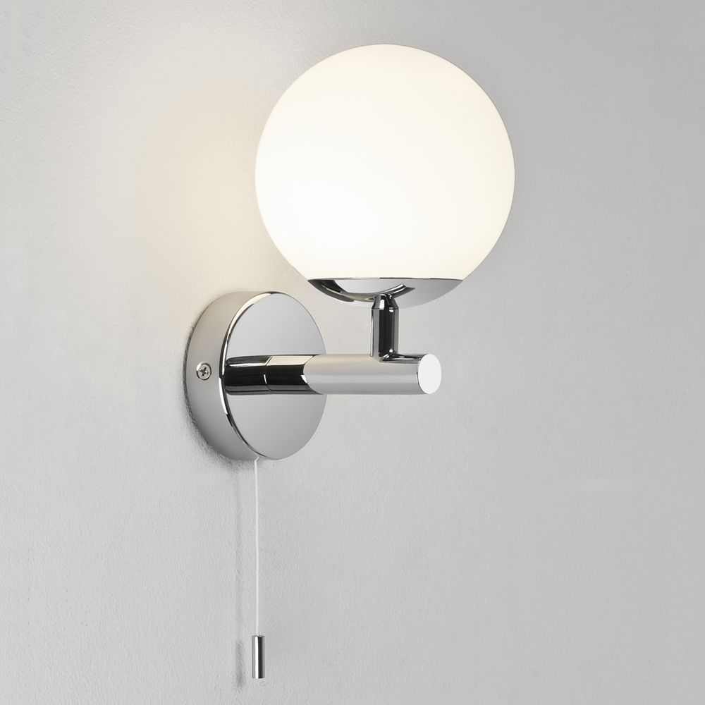 The California Switched Bathroom Wall Light Has A Polished Chrome