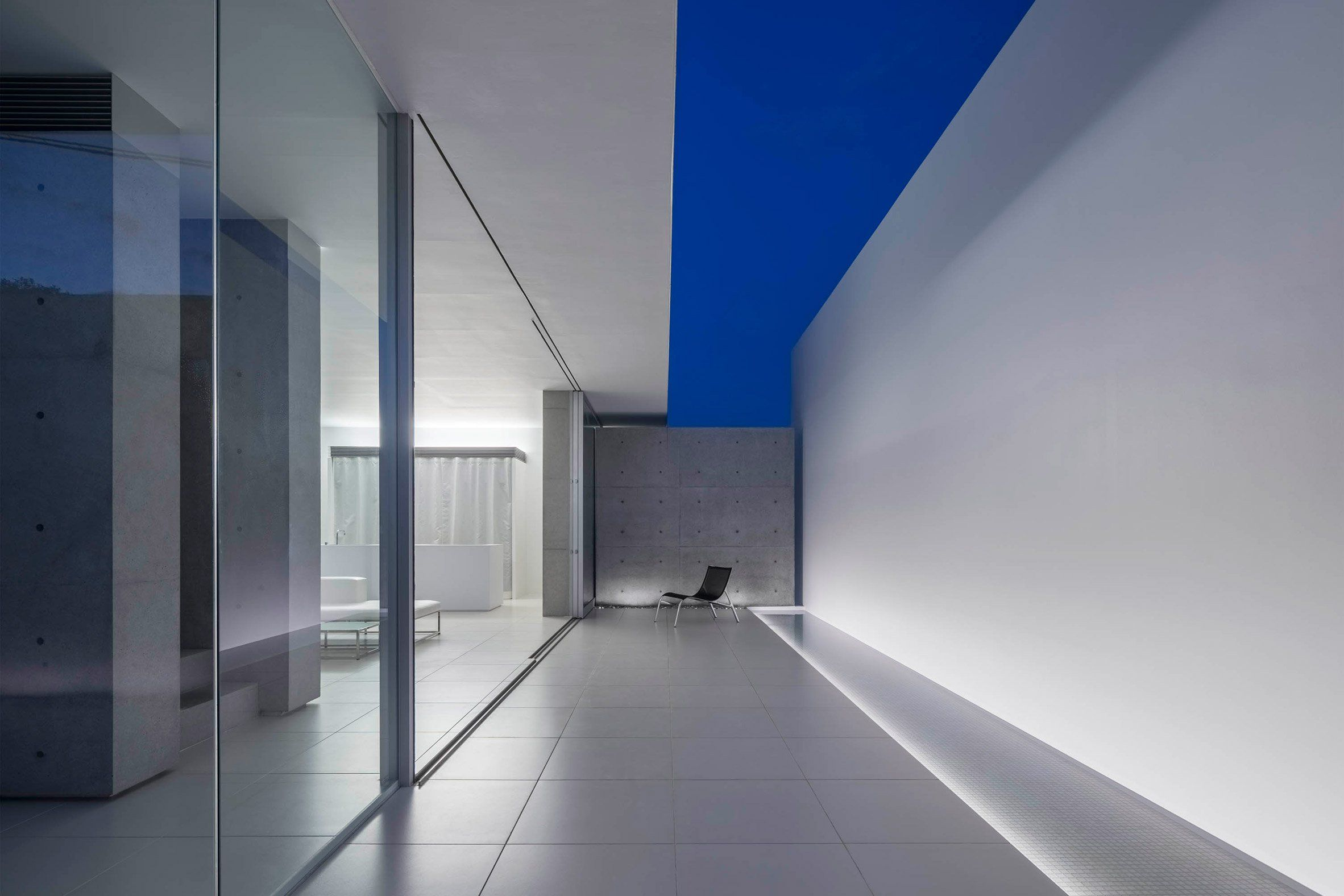 Three L Shaped Structural Sections With Wafer Thin Edges Wrap Around Concrete External Walls And Glazed Internal Partitions At Concrete Wall Architect Concrete