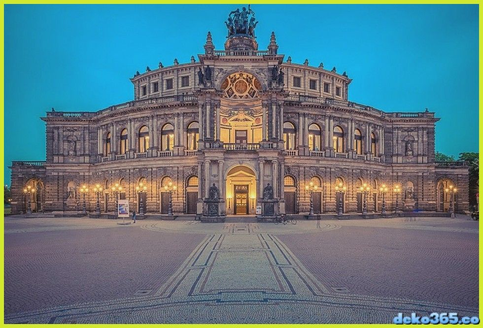 Die Semperoper Ein Opulentes Opernhaus In Dresden Germany In 2020 Opernhaus Semperoper Dresden Semper Oper