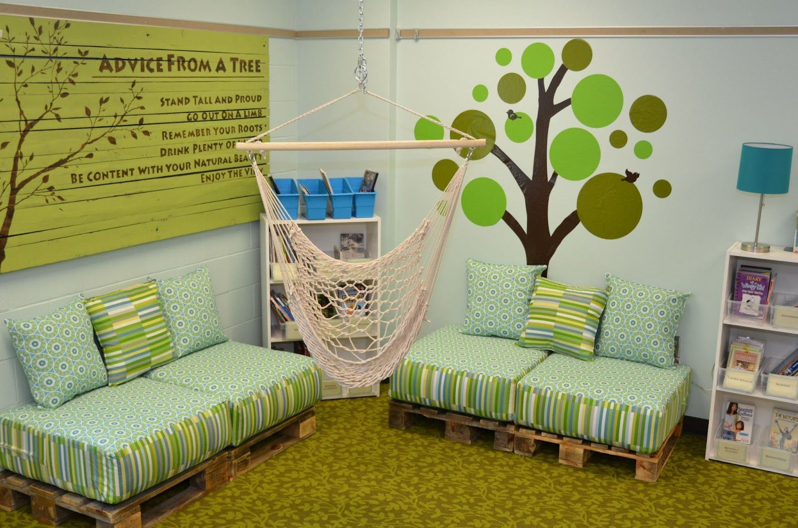 Classroom Simple: Classroom Makeover - Love these pallet benches ...