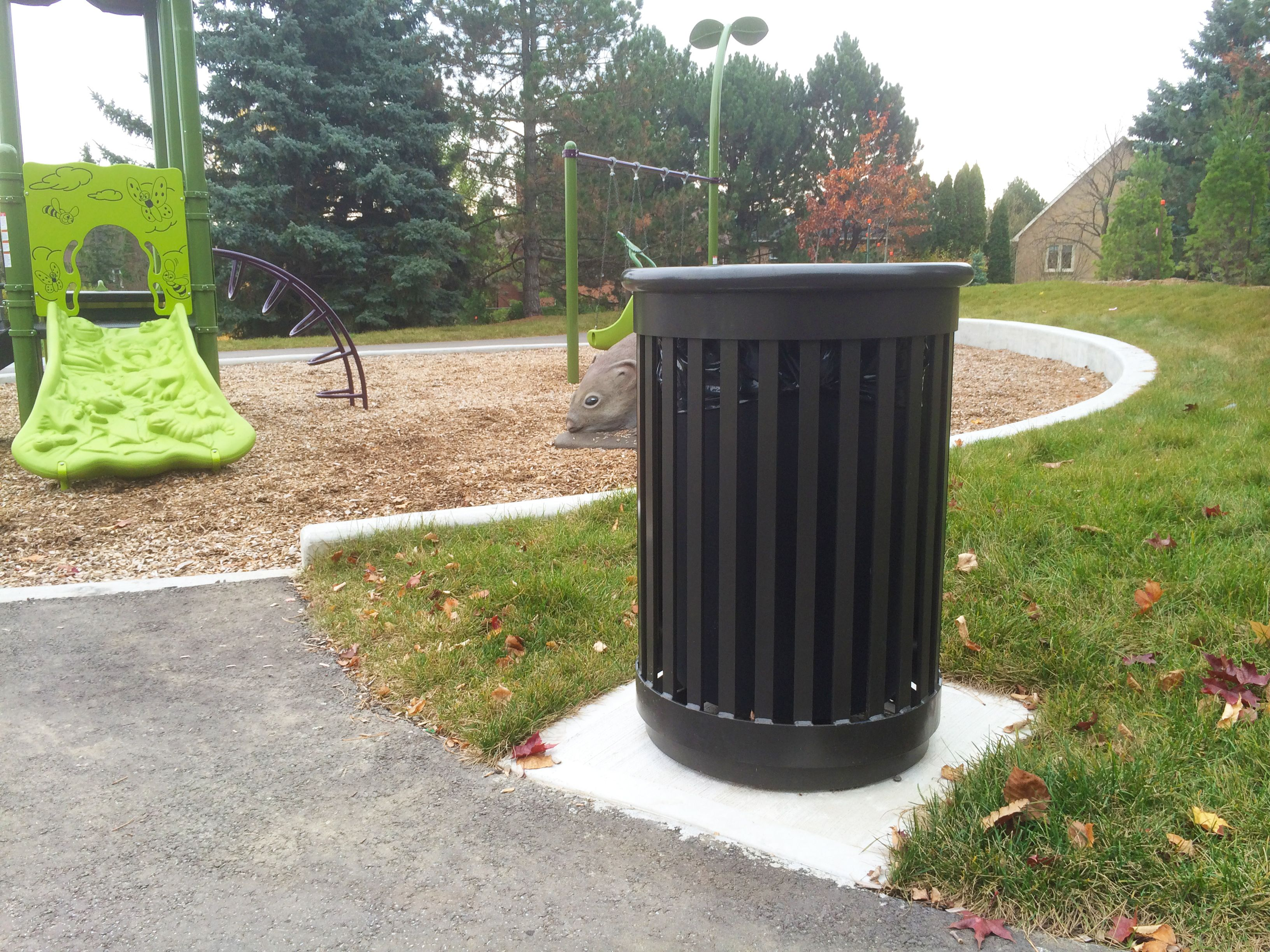 Maglin S Mlwr250 32 Trash Container Fits In Perfectly At The Gapper Park In Richmond Hill Ontario Our Kids Would L Trash Containers Trash Recycling Containers