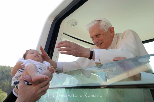 http://www.vatican.va/bxvi/omaggio/img/img.26.png