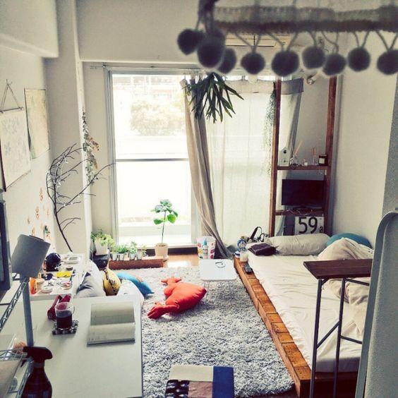 狭い6畳のお部屋を素敵な空間にしよう インテリアのレイアウト コーディネート実例集 Weboo ウィーブー おしゃれな大人のライフスタイルマガジン 寝室インテリアのアイデア 部屋 デザイン リビングルームのデザイン