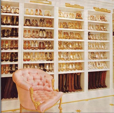 Khloe Kardashian Has A Fitness Closet