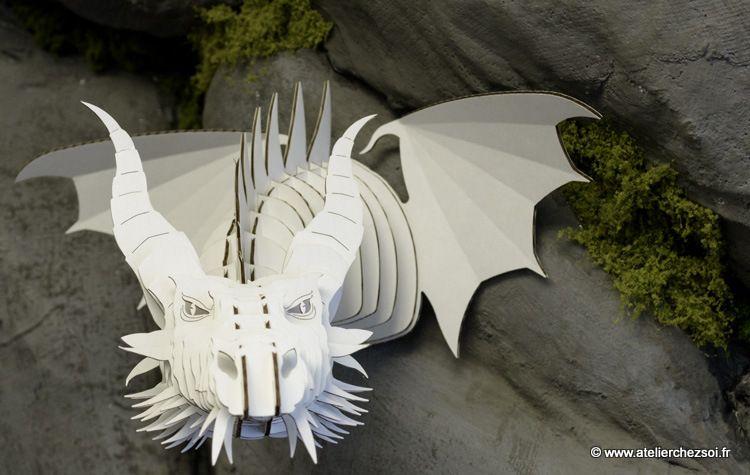 dragon en carton blanc magnifique d coration murale. Black Bedroom Furniture Sets. Home Design Ideas