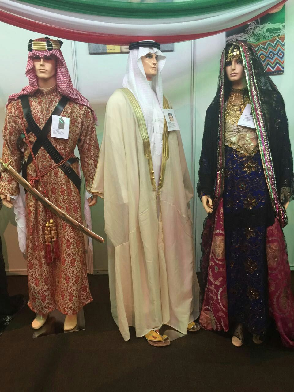 Traditional Saudi Arabian dresses for men and women ...