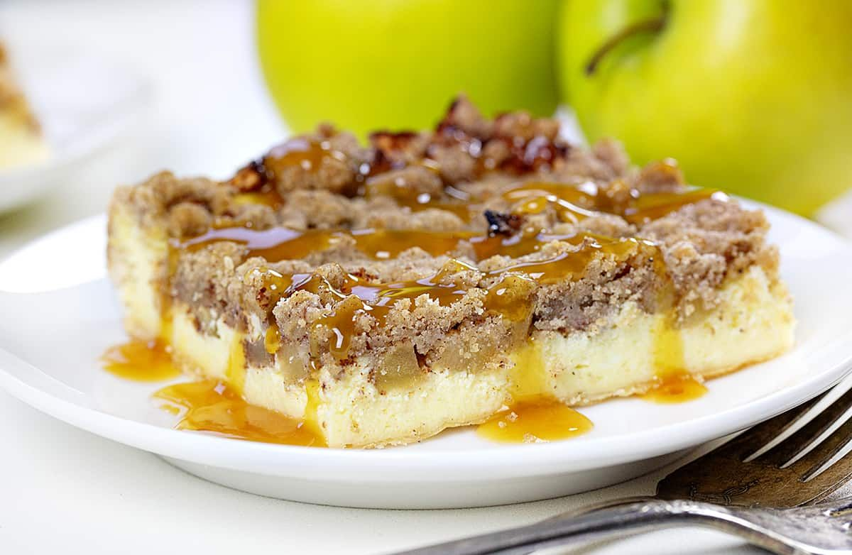 Apple Crisp Cheesecake {VIDEO} | i am baker
