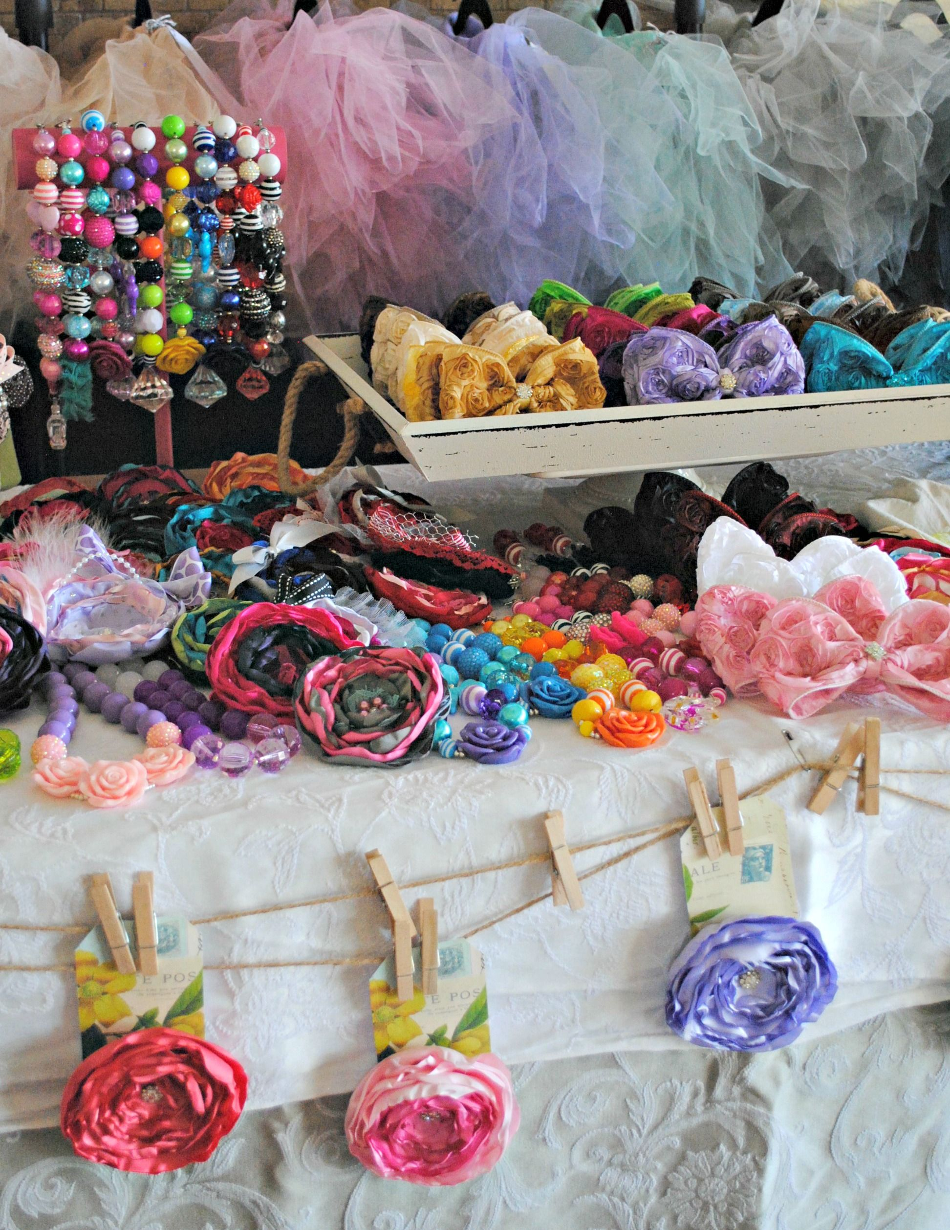 Craft show booth set up handmade hair flowers hair bow for Craft show jewelry display