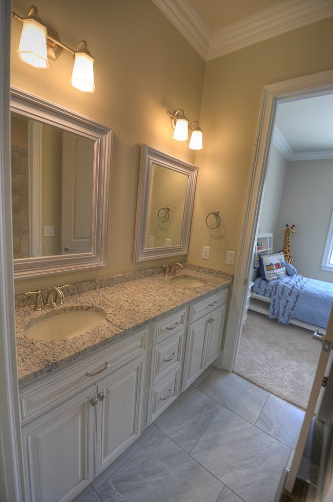 Additional Bedrooms Share Jack N Jill Bathroom Inexpensive Bathroom Remodel Jack And Jill Bathroom Bathroom Design Layout