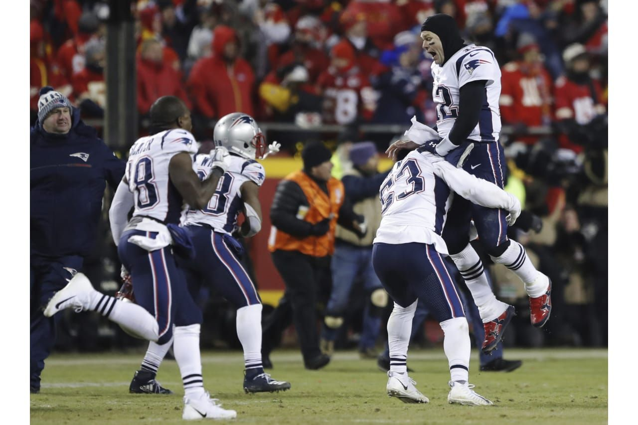 New England Patriots Quarterback Tom Brady 12 Celebrates With His Teammates After The Afc Championship Nfl Footb Afc Championship Patriots Nfl Football Games