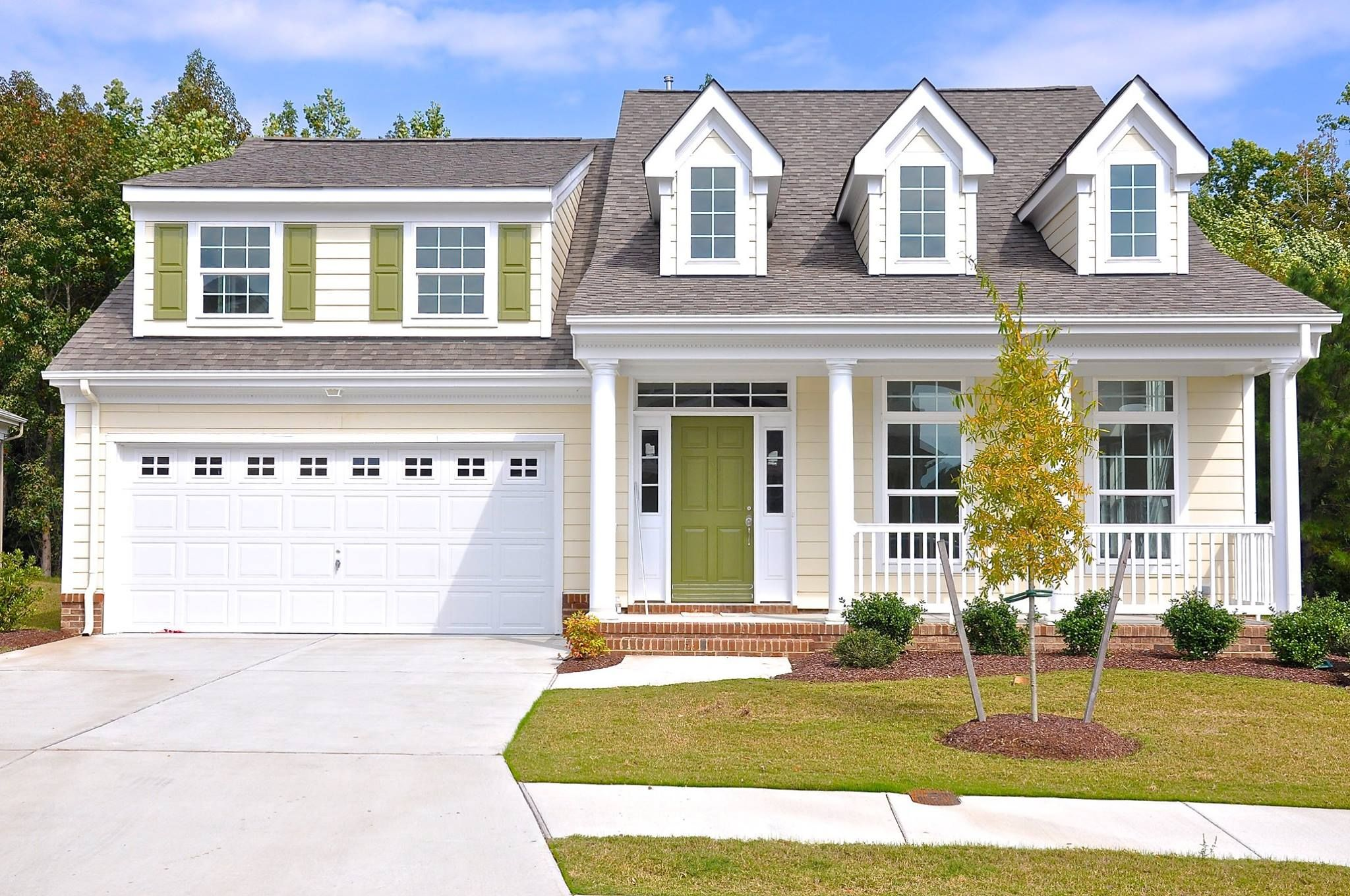 Love this charming portico model by terry peterson residential 4 beds 2 5 baths