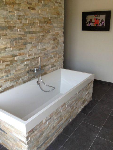 mooie grove steen met strak wit bad als contrast; mooie kleur en - wohnideen von steen