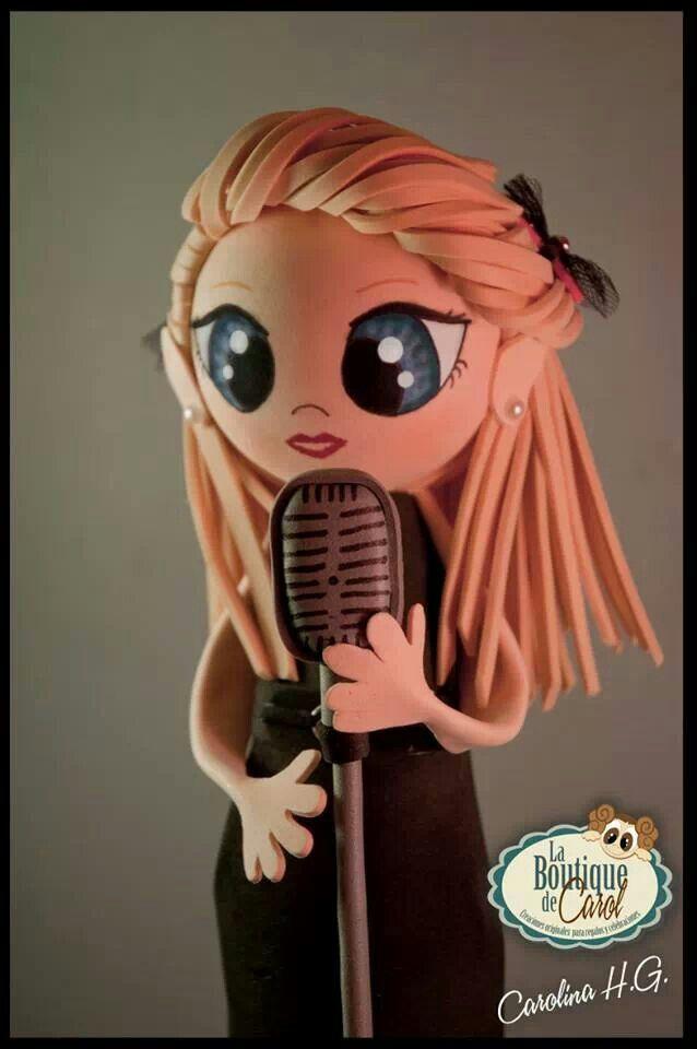 Una fofucha cantante, muy guapa y con una tremenda voz.
