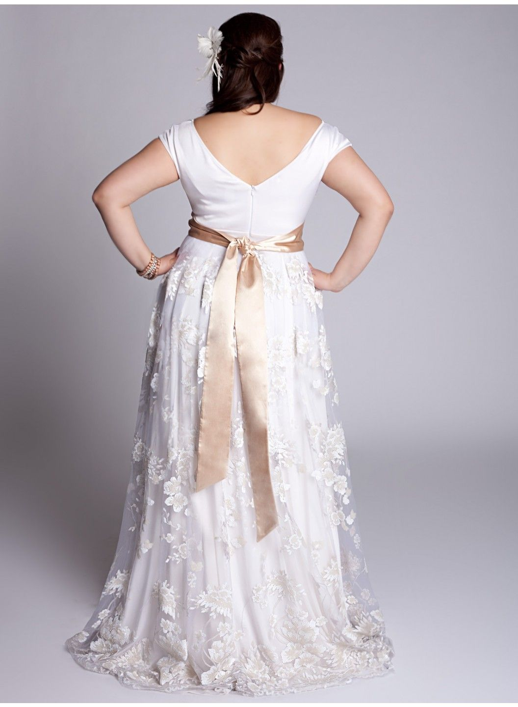 Pin By Cat Crain On Maybe Someday Short Sleeve Wedding Dress Plus Size Wedding Gowns Wedding Dresses Plus Size
