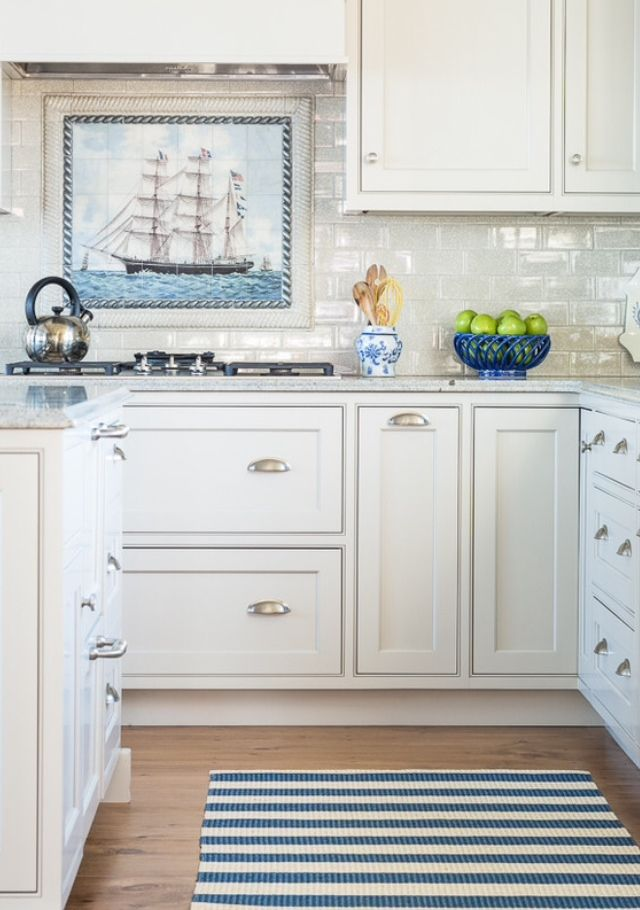 Nautical kitchen content in a cottage great kitchens for Small beach house kitchen designs