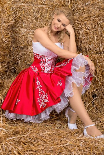Piros-fehér zsinóros menyecske ruha b4d747517a