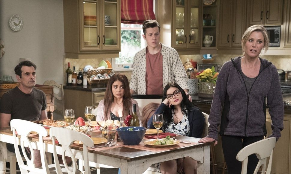 When Does Modern Family Season 10 Premiere The Long Running Comedy Could Be Wrapping Up Soon Modern Family Modern Michael Jackson S Songs