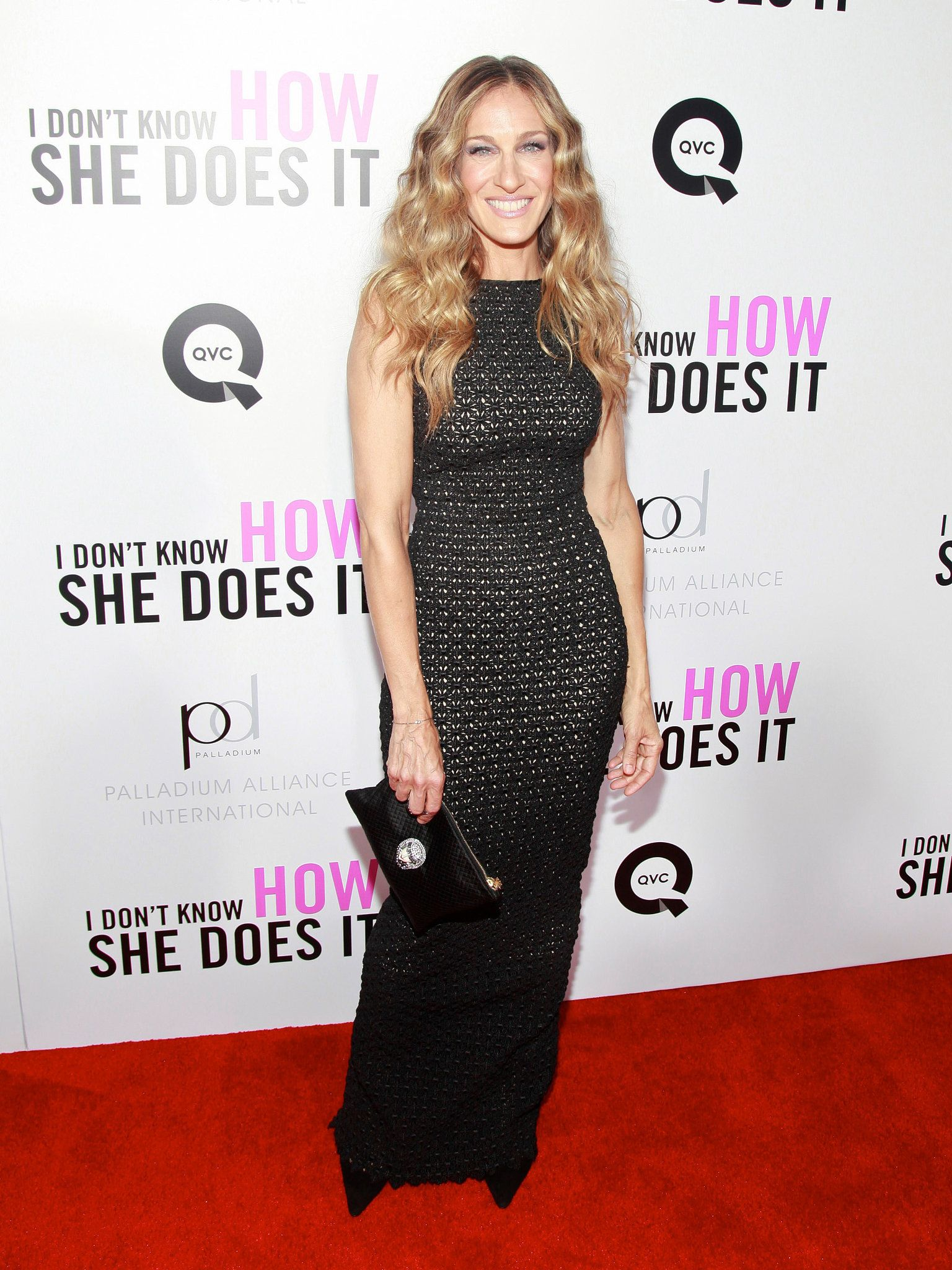 Sjp oozed sophistication in a black bodycon gown au naturel curls