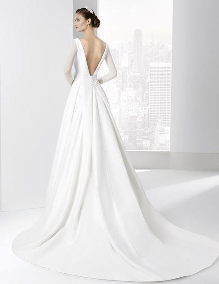 traje de novia línea clásica con falda a en raso natural. | boda en