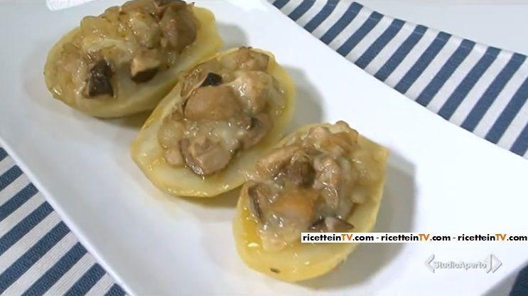 La ricetta delle patate ripiene con funghi, proposta da Tessa Gelisio nella puntata odierna (22 febbraio 2016) di Cotto e mangiato.