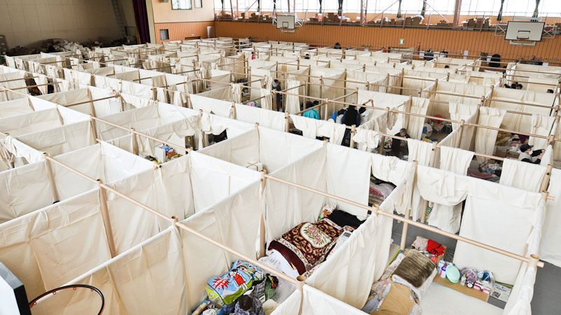 shigeru ban on building emergency shelters from paper