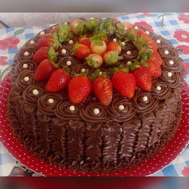 Brigadeiro e morango #cake #bolo #confeitaria #brigadeiro #morango
