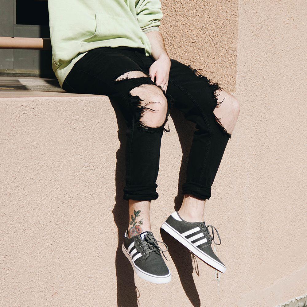 Adidas Seeley AQ8528 Sneaker in Grey